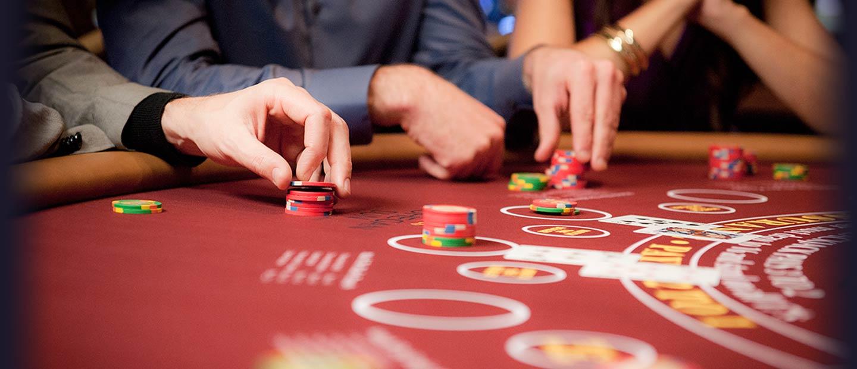 Menang Besar Bermain Poker Online